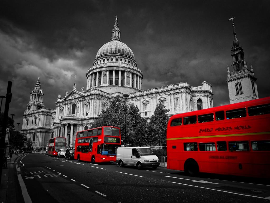 Graffitti London Cathedral BW