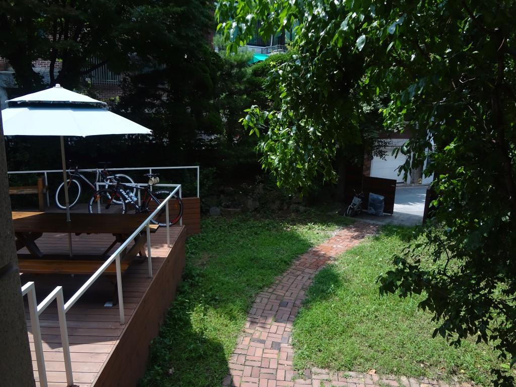 Kpop Stay Hostel front yard