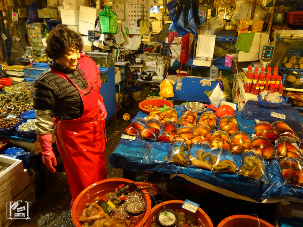 noryangjin fish market worker